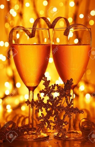 8184118-d-ner-romantique-de-vacances-la-c-l-bration-de-no-l-ou-de-la-veille-du-nouvel-an-parti-avec-champagn-banque-dimages